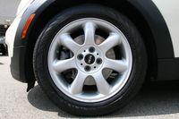 2008-Mini-Cooper-Clubman-tires