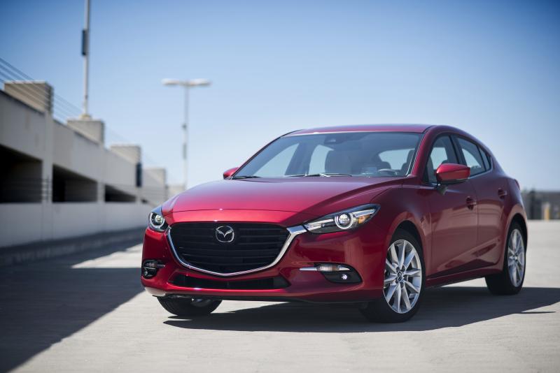 2017_Mazda3_08